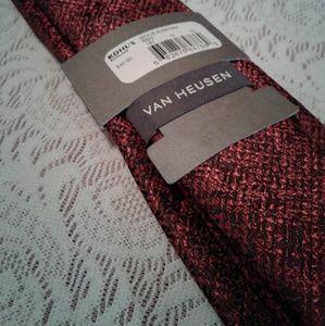 Van Heusen Accessories - 🌺 NWT Van Heusen Black/Red Textured Tie